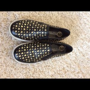 Girls Gold-Studded loafers